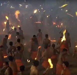 Festival de Agni Kheli o Thoothedhara, en la India