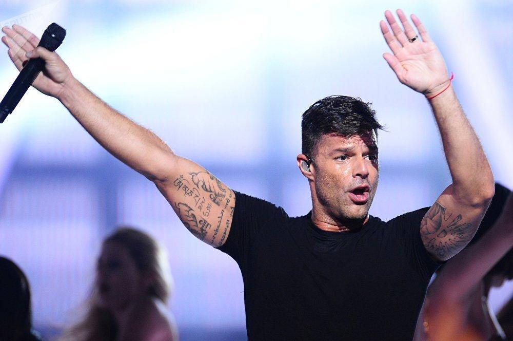 Ricky Martin, cantante y actor puertorriqueño nacionalizado español (47años)