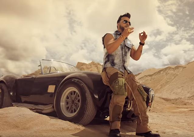 Imagen del videoclip de la canción 'Date la vuelta' de Luis Fonsi, Sebastián Yatra y Nicky Jam