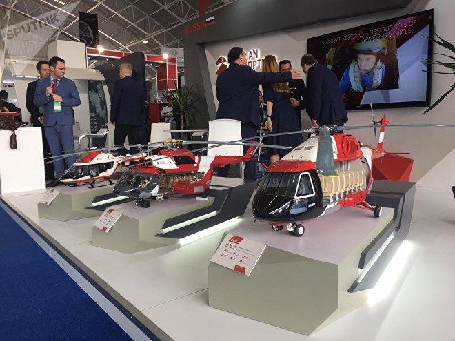 Miniaturas de modelos producidos por Helicópteros de Rusia, en exhibición en FAMEX 2019