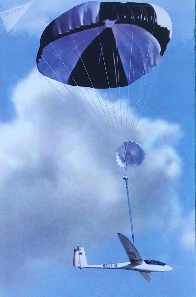 Una fotografía del avión con sistema de recuperación por paracaídas propuesto por MVEN y CC&A en FAMEX 2019