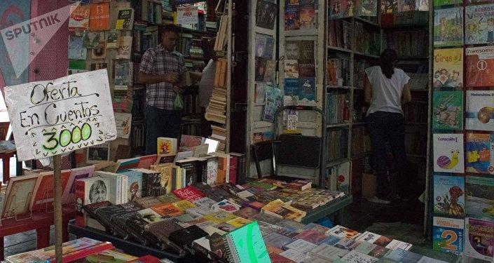 Vendedores dicen que, incluso las ventas de libros escolares cayeron