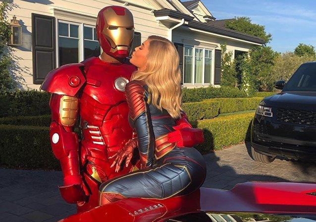 Kylie Jenner y su novio, Travis Scot, disfrazados de Capitana Marvel y Hombre de Hierro