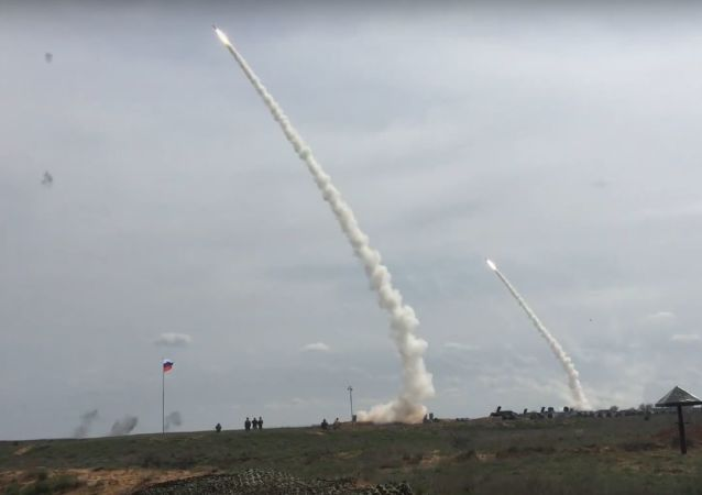 Sistemas de defensa antiaérea S-300 en acción