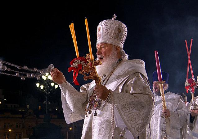 Rusia celebra la Pascua con una misa en la principal catedral ortodoxa del país