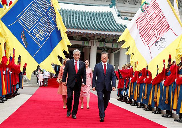 Presidente de Chile, Sebastián Piñera, y presidente de Corea del Sur, Moon Jae-in, in Seúl