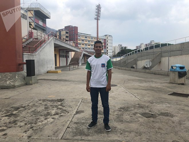 Leo, un joven caraqueño, encontró en el fútbol un refugio para no caer en males bien conocidos en su comunidad