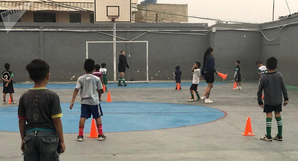 La labor de 'Los grandes de Lídice' se da en el gimnasio de un colegio, al que pudieron acceder por la importancia que ha dado la Revolución bolivariana al desarrollo a través del deporte