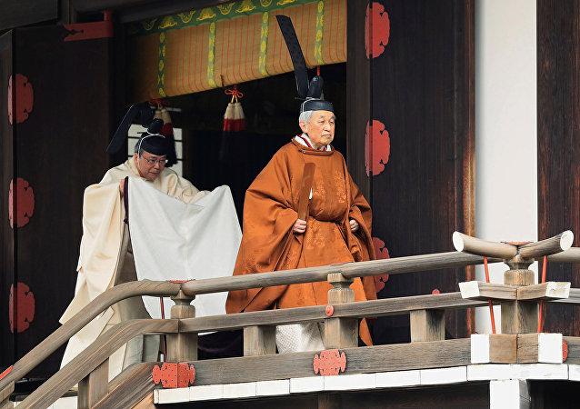 Akihito, emperador de Japón durante el ritual Taiirei-Tojitsu-Kashikodokoro-Omae-no-gi