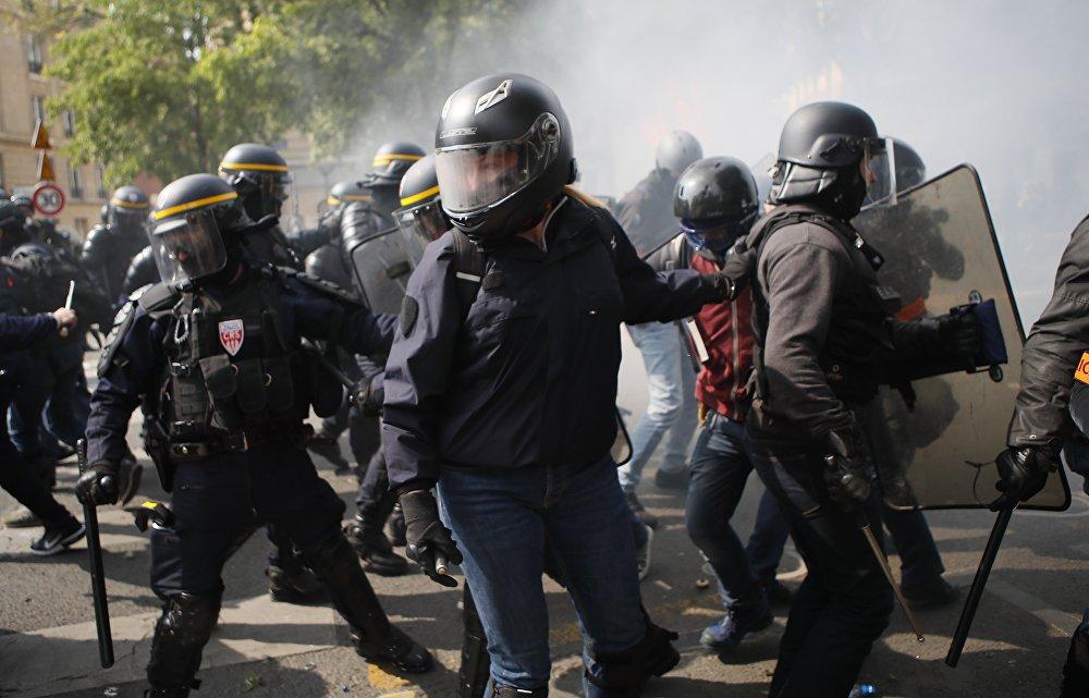 En Francia, las manifestaciones por el 1º de mayo coincidieron con los incesables choques de la Policía y los llamados 'chalecos amarillos'