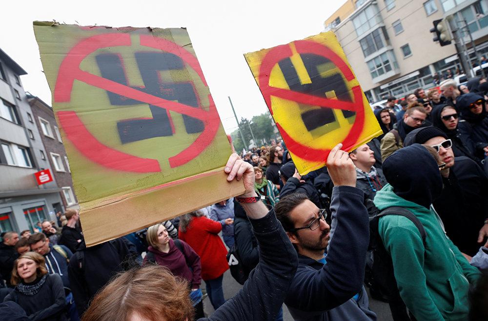 En Alemania, grupos antifascistas interceptaron la marcha del partido nacionalista Die Rechte ('Los de Derecha') en las calles de la ciudad de Duisburgo