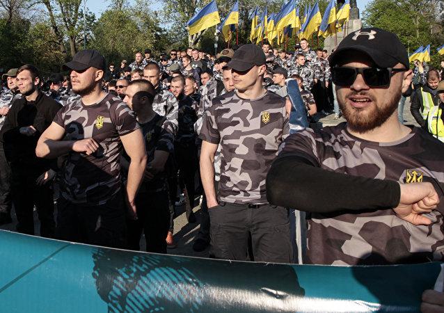 Nacionalistas ucranianos marchan en el 5º aniversario de la masacre de Odesa, Ucrania, el 2 de mayo de 2019
