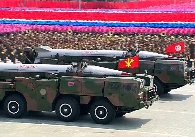 Misil norcoreano durante una parada militar en Pyongyang (archivo)