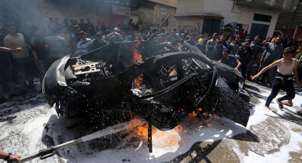 El coche de un miembro de Hamás que fue bombardeado por la aviación israelí