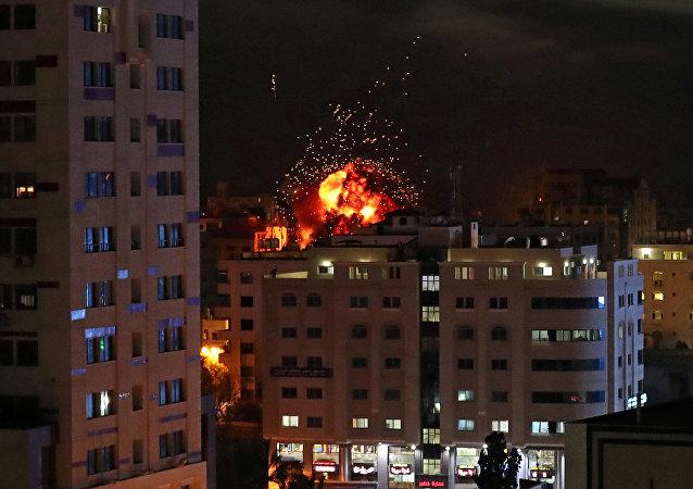 Un ataque israelí sobre Gaza el 5 de mayo de 2019