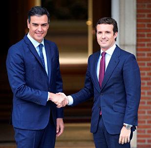 El presidente en funciones de España, Pedro Sánchez, y el presidente del Partido Popular, Pablo Casado