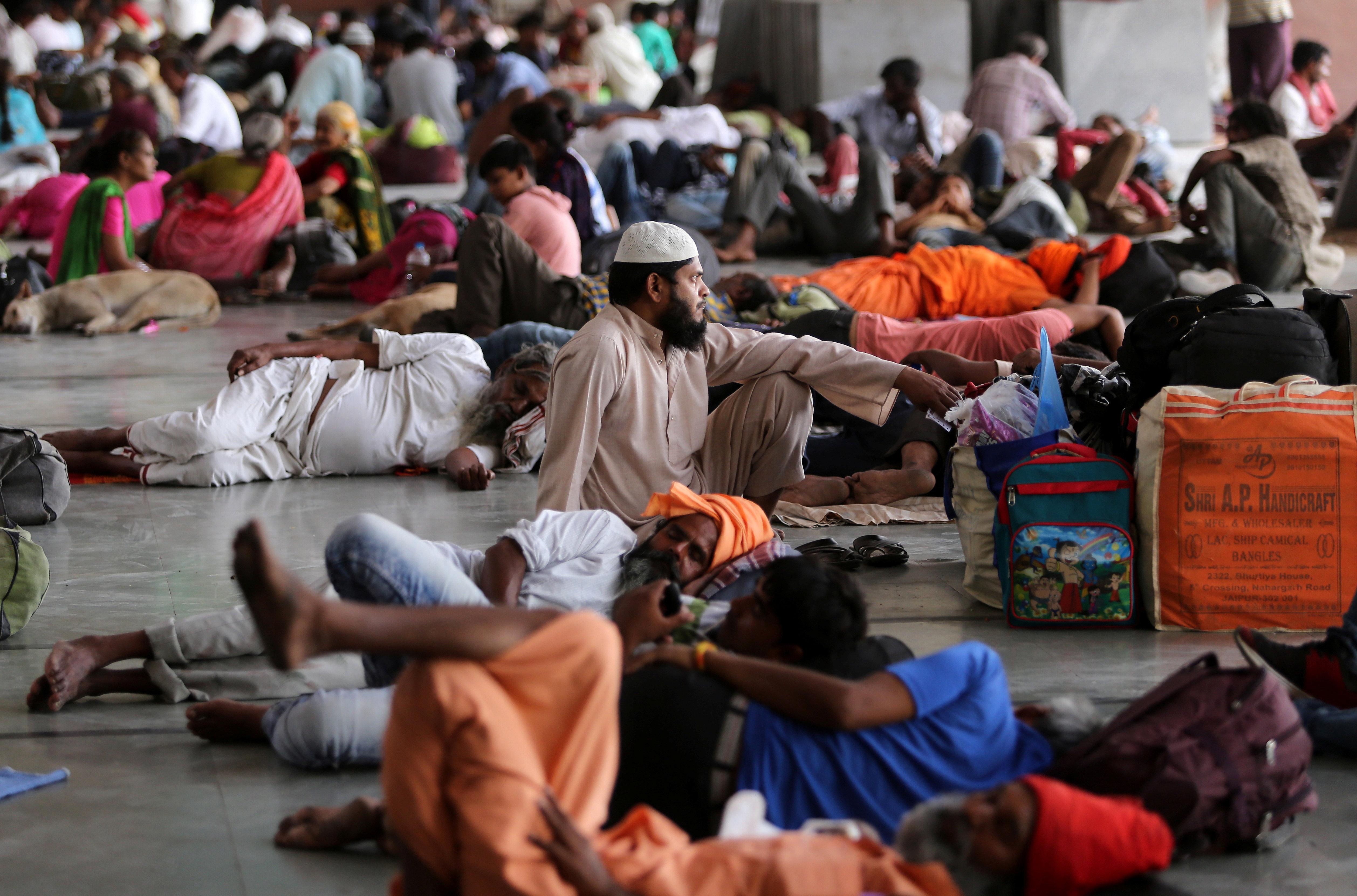 Muchos indios pasan estos días en recintos y refugios habilitados por el Gobierno