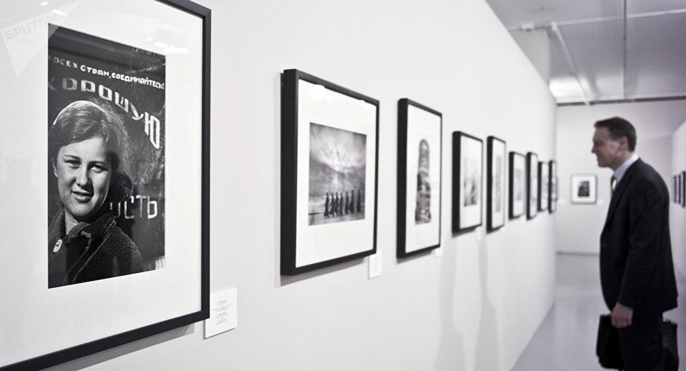 Una exposición del fotógrafo ruso Evgueni Jaldéi