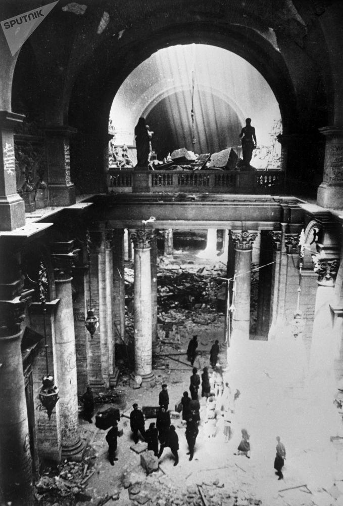 Soldados soviéticos en el edificio del Reichstag, mayo de 1945.