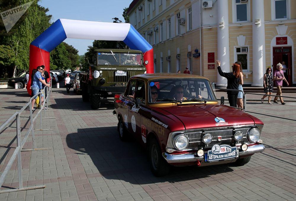 El coche Moskvich-412 en la carrera de Najímov.