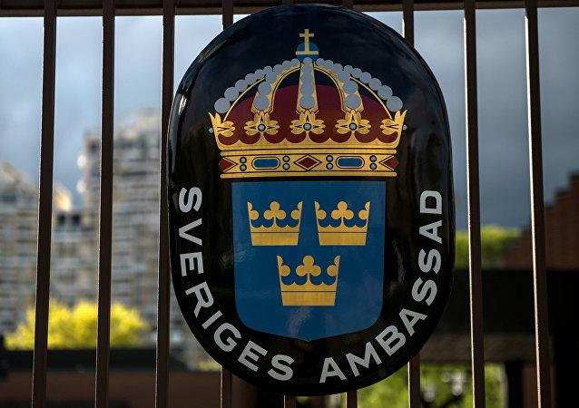 Escudo de Suecia en la embajada sueca en Moscú