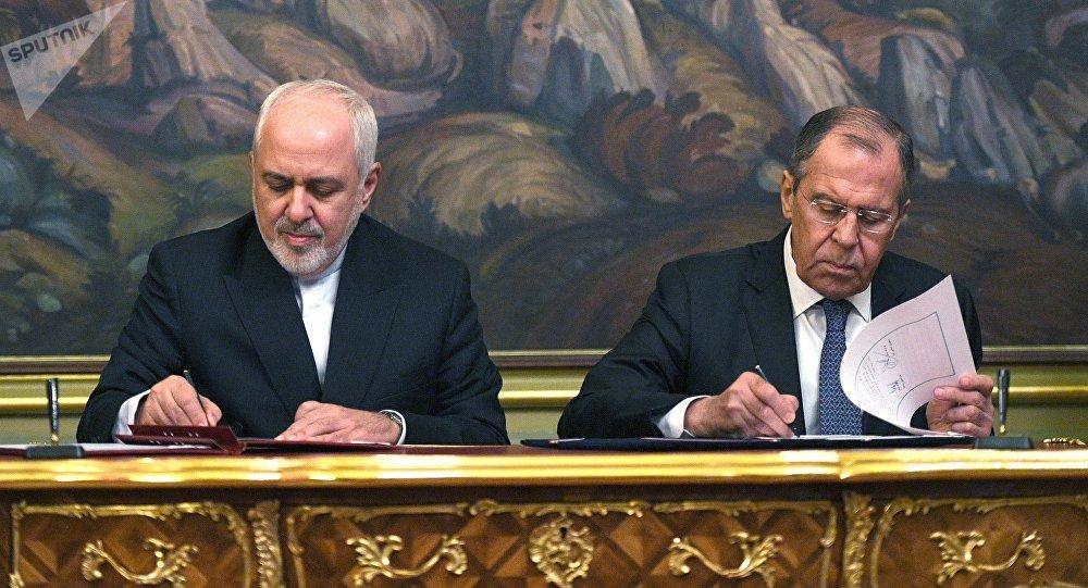 Canciller de Irán Mohamad Yavad Zarif y su homólogo ruso Serguéi Lavrov