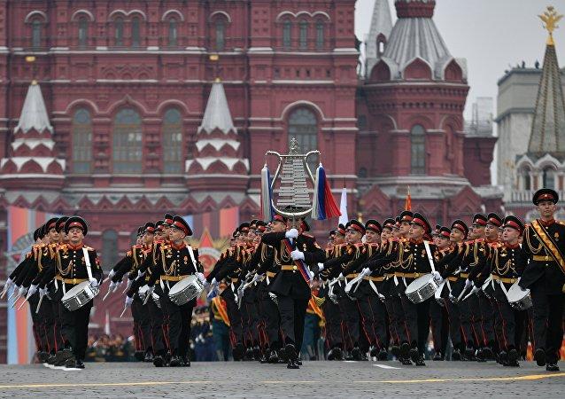 Los músicos del Colegio Militar de Música Jalílov durante el desfile militar