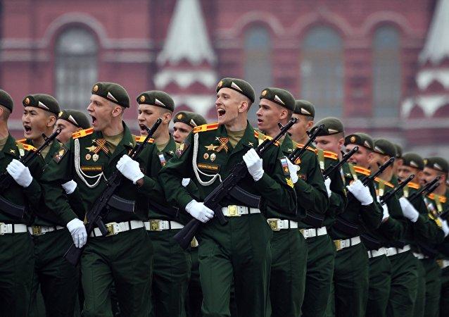 La Academia de Apoyo Militar Jruliov en el desfile militar