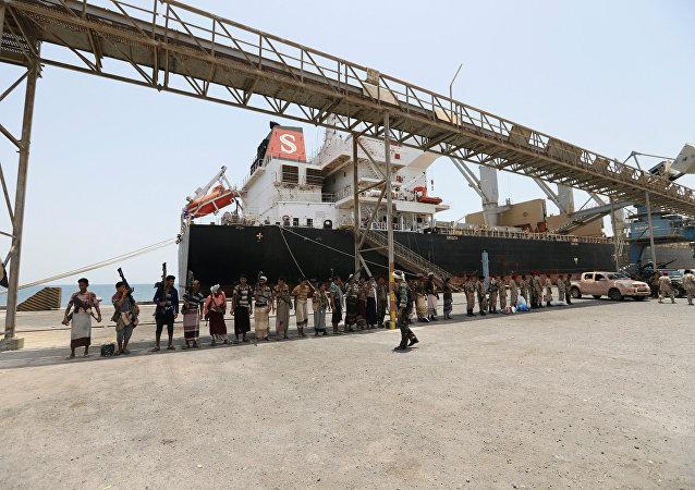 La retirada de tropas hutíes de puertos yemeníes