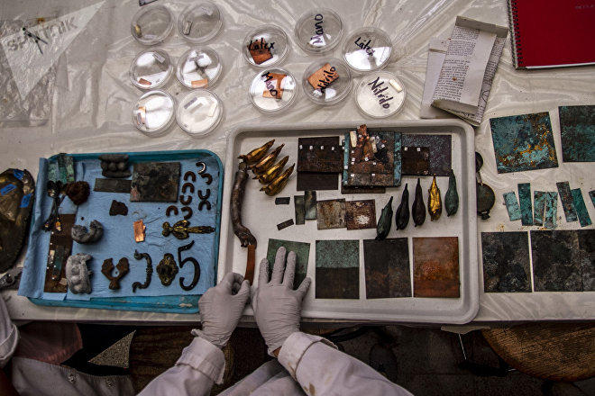 Ciudad de México: Jannen Contreras, restauradora del INAH, en el taller de metales de la Escuela Nacional de Conservación Restauración y Museografía Manuel del Castillo Negrete