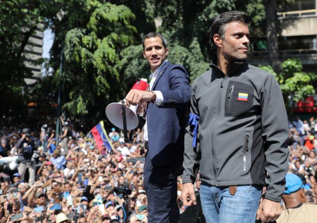 Los opositores venezolanos Juán Guaidó y Leopoldo López