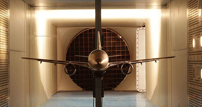 El UAC MS-21 es un proyecto de avión de pasajeros bimotor de corto y medio alcance. En el túnel aerodinámico transónico se pone a prueba.