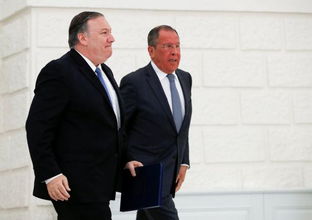 El secretario de Estado de EEUU, Mike Pompeo, y el ministro ruso de Exteriores, Serguéi Lavrov