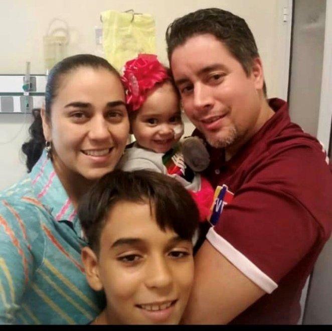 La familia de Isabella tuvo que dejarlo todo en Venezuela para instalarse en Buenos Aires para acompañar a la niña en su tratamiento de alta complejidad, realizado en Buenos Aires y financiado por Venezuela