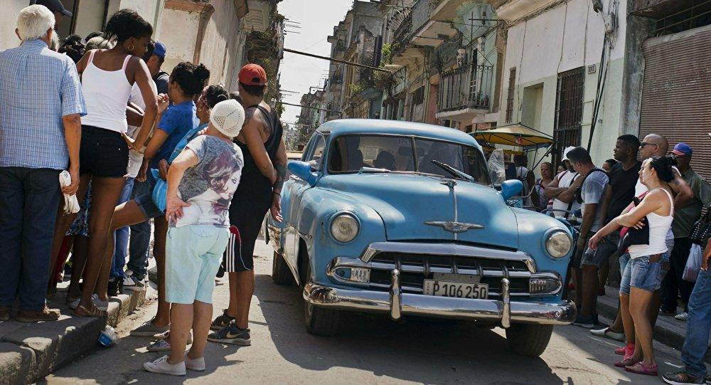 Un 'almendrón' en Cuba