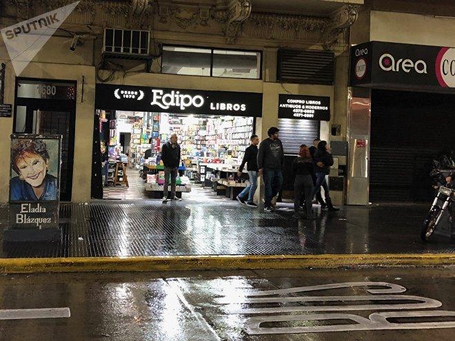 Las librerías abiertas hasta altas horas de la madrugada son características de la calle Corrientes de Buenos Aires