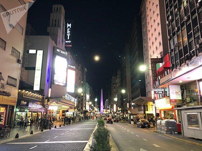 Por su oferta teatral, a veces la calle Corrientes de Buenos Aires es considerada como la 'Broadway' de esa ciudad
