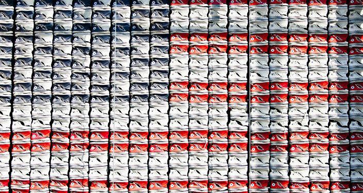Unas Converse forman la bandera de EEUU