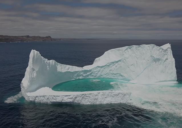 Un dron registra una rara laguna flotante en la costa de Canadá