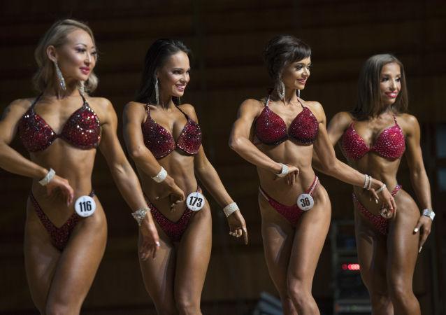 Espectáculo de músculos en el Campeonato de 'Bodybuilding' asiático