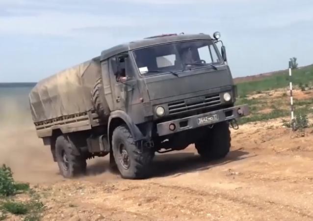 Rusia celebra el día del automovilista militar