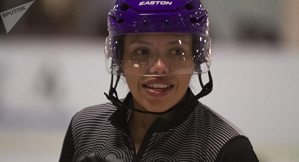 Mónica Rentería durante los entrenamientos de la preselección Sub 18 femenina de hockey
