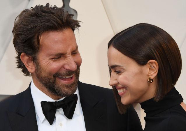 El actor estadounidense Bradley Cooper, junto a la modelo Rusa Irina Shayk