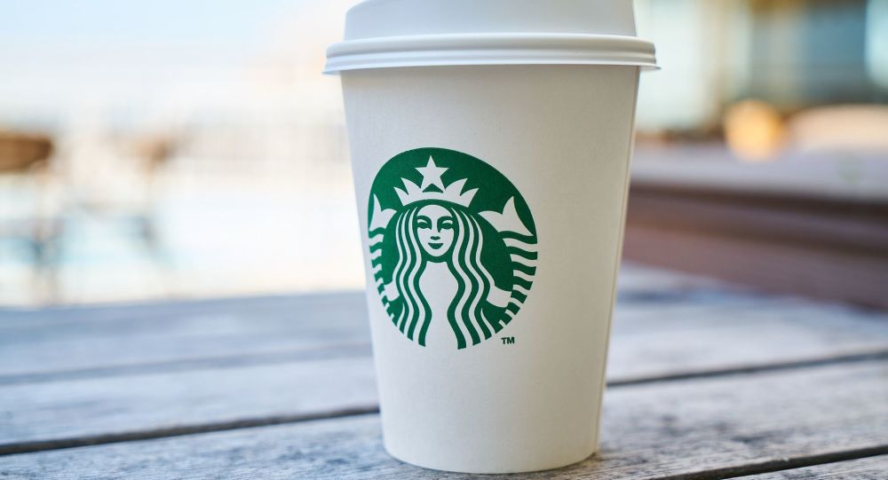 Un vaso de café de Starbucks