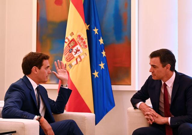 El líder de Ciudadanos, Albert Rivera, y líder del PSOE, Pedro Sánchez