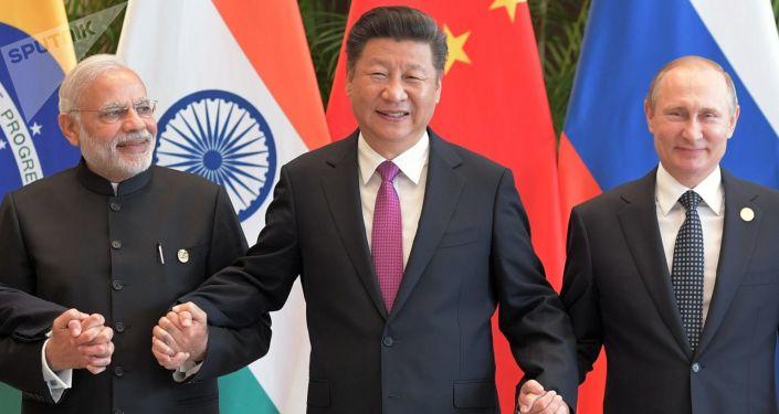 Narendra Modi, primer ministro de la India, Xi Jinping, presidente de China, y Vladímir Putin, presidente de Rusia