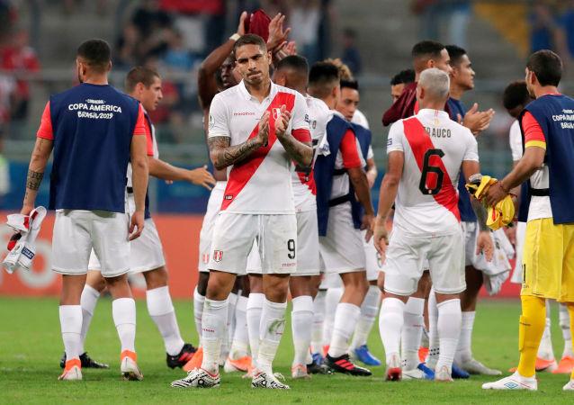 Futbolistas de la selección peruana tras el partido frente a Venezuela por la Copa América