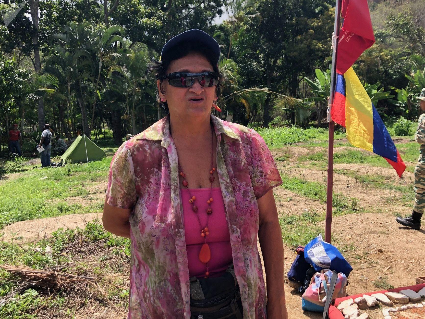 Dulce Núñez cuenta que gracias al entrenamiento militar que recibe es capaz de soportar los efectos de los gases lacrimógenos (a pesar de sus 69 años)