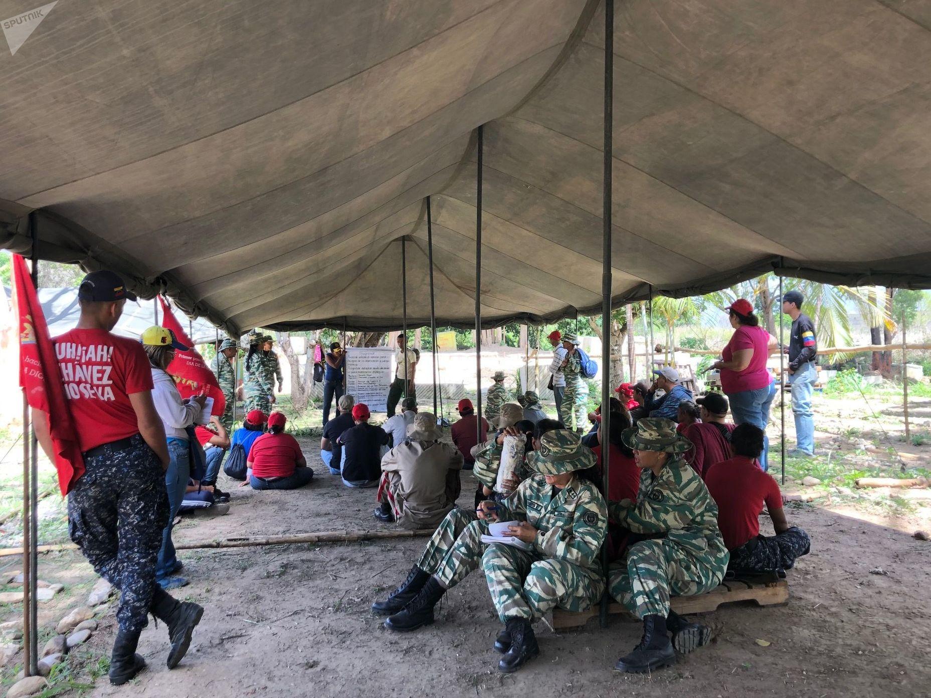 Los civiles que participan en el Método Táctico de Resistencia Revolucionaria reciben 13 pruebas para sortear y estar preparados en caso de una incursión bélica