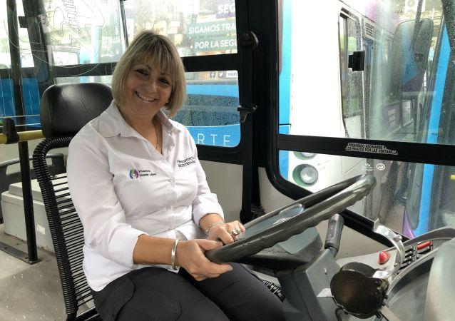 Mientras en el subte de Buenos Aires ya hay casi una mujer por cada cinco hombres conduciendo las formaciones, no existe una sola mujer maquinista de trenes